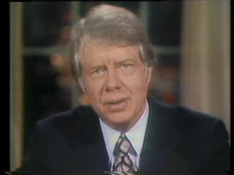 president jimmy carter discusses the ongoing energy crisis and the rising prices of oil. - 有事点の映像素材/bロール