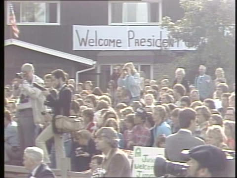 president jimmy carter makes a visit to chicago crowd at president jimmy carter's speech on october 06 1980 in chicago illinois - jimmy carter präsident stock-videos und b-roll-filmmaterial