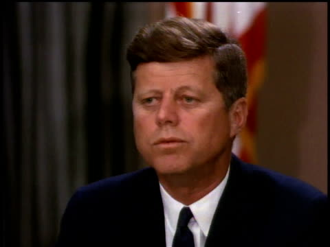 president john f kennedy giving a speech / washington dc united states - john f. kennedy politik stock-videos und b-roll-filmmaterial