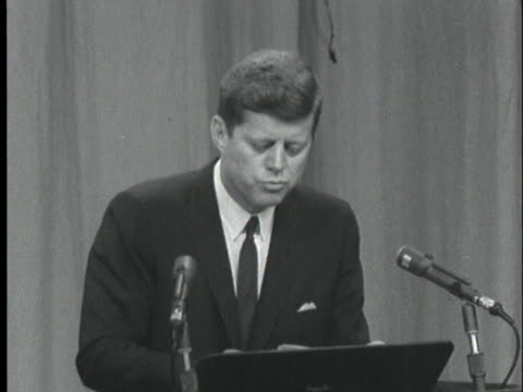 vidéos et rushes de president john f. kennedy speaks at a press conference about legality of the freedom riders. - 1961