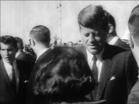 president john kennedy talking to someone outdoors / dallas / newsreel - attentat auf john f. kennedy stock-videos und b-roll-filmmaterial