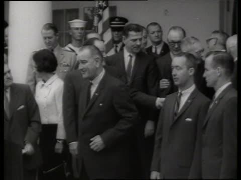 b/w president johnson and gemini astronauts at ceremony / ed white jim mcdivitt 1960's / sound - james mcdivitt stock-videos und b-roll-filmmaterial