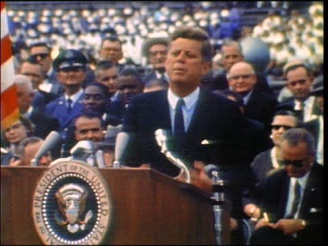 vídeos y material grabado en eventos de stock de president kennedy making speech at rice university about space program / texas - 1962