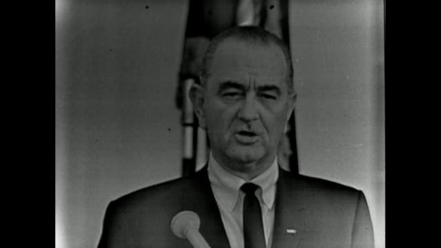 vídeos de stock, filmes e b-roll de president, lyndon b. johnson announcing that his intention to amend the united states constitution to ensure african american people can register to... - 1965
