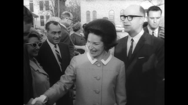 president lyndon b johnson escorts wife lady bird out of the white house / lady bird johnson arrives in texas / shakes hands with congressman henry b... - flamenco musica spagnola video stock e b–roll
