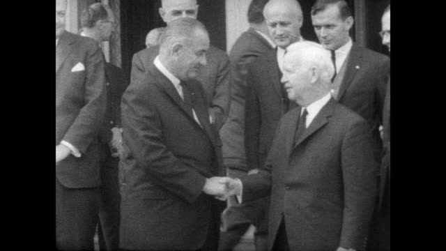president lyndon b johnson meets with german president karl heinrich lübke / johnson and lubke stand outside on steps of villa hammerschmidt with a... - チャンセラー点の映像素材/bロール
