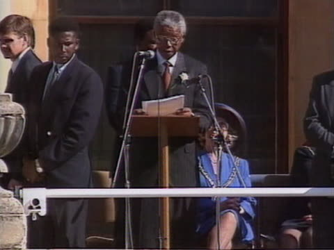 vídeos de stock, filmes e b-roll de president mandela makes a speech to thousands of people in cape town about the need and want for change in the country - tomada de posse