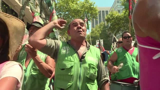 President Mauricio Macri of Argentina was confronted Wednesday with the first strike of a national scope by state workers backed by two unions in a...