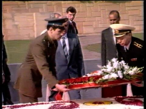 stockvideo's en b-roll-footage met president mikhail gorbachev lays wreath at gandhi memorial delhi 19 nov 88 - mikhail gorbachev