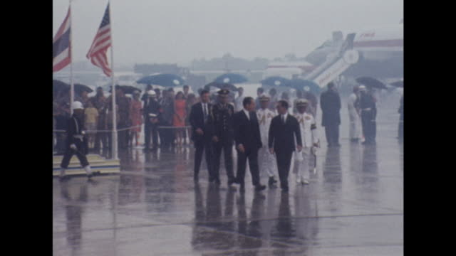 president nixon and king bhumibol walk together at an airport in bangkok - präsident stock-videos und b-roll-filmmaterial