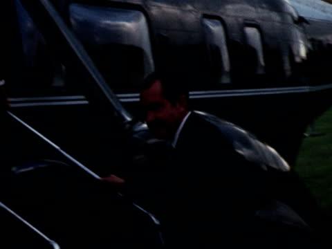 vídeos y material grabado en eventos de stock de president nixon boarding helicopter during state visit to the uk - visita de estado