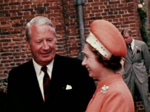 vídeos de stock, filmes e b-roll de president nixon meets the queen and prime minister edward heath at chequers - primeiro ministro