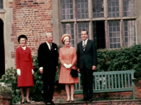 vídeos y material grabado en eventos de stock de president nixon poses for press with his wife queen elizabeth ii and ted heath during state visit to ireland - visita de estado
