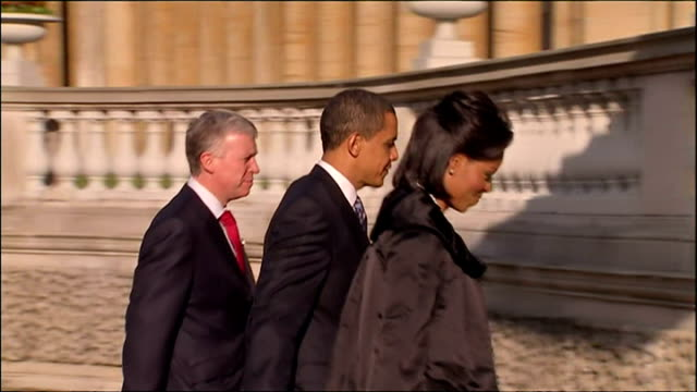 president obama arrives in london for g20 meeting shows exterior shots the presidential limousine the beast arrive at buckingham palace barack... - 2004 stock-videos und b-roll-filmmaterial