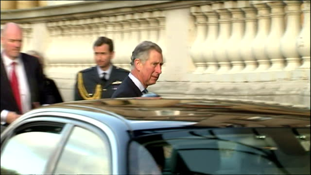 president obama arrives in london for g20 meeting shows exterior shots presidential limousine the beast in the driveway at buckingham palace with... - 2012 united states presidential election stock videos & royalty-free footage
