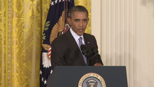 president obama comments on the prospects for the affordable care act / obamacare in the face of republican resistance and calls to shut down the... - バラク・オバマ点の映像素材/bロール