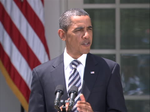 president obama delivers a statement in the rose garden of the white house on the debt compromise passed by both houses of congress to reduce the... - united states congress点の映像素材/bロール