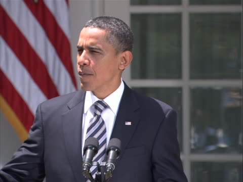 vidéos et rushes de president obama delivers a statement in the rose garden of the white house on the debt compromise passed by both houses of congress to reduce the... - united states and (politics or government)