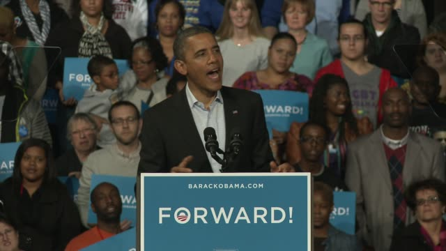 president obama holds final rally in oho at nationwide arena on november 05, 2012 in columbus, ohio - 政治集会点の映像素材/bロール