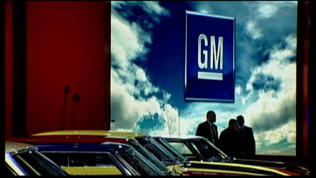 stockvideo's en b-roll-footage met president obama orders general motors and chrysler restructuring tx general motors stand at car show - chrysler