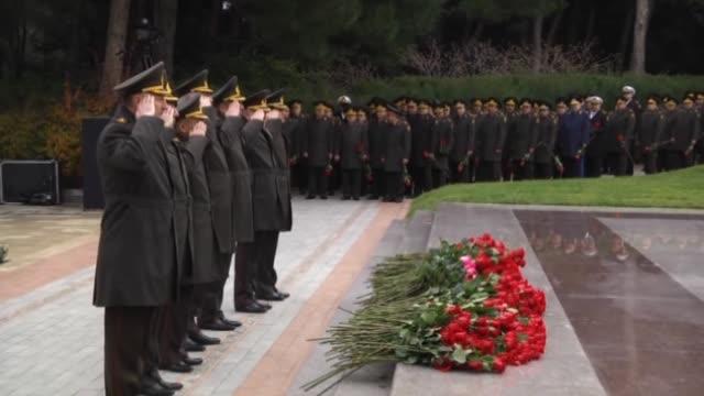 vidéos et rushes de president of azerbaijan ilham aliyev attends a commemoration ceremony for azerbaijani national leader heydar aliyev on his 12th death anniversary at... - président