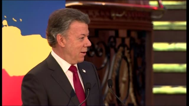 president of colombia visits stormont juan manuel santos speech sot santos along to table for dinner/ dinner party / speech cutaways - stormont stock videos and b-roll footage