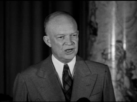 speech president of columbia university general dwight d eisenhower talking about basic concepts using examples nathan hale patrick henry washington... - エイブラハム・リンカーン点の映像素材/bロール