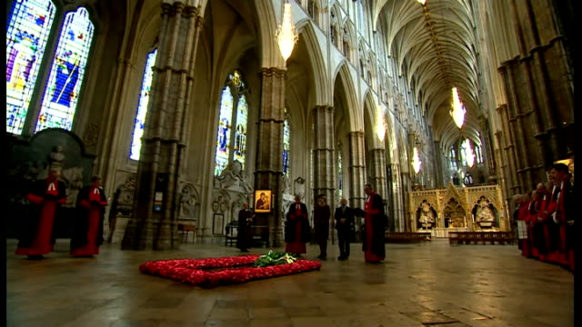president of ireland visit: westminster abbey; wreath being laid at tomb of unknown warrior and irish president bowing head / various irish president... - tomb of the unknown warrior westminster abbey stock videos & royalty-free footage