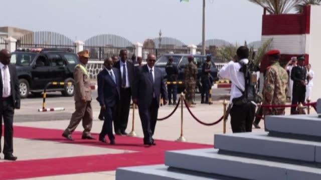 president of the somalia hasan sheikh mahmud, sudanese president omar al-bashir, rwanda's president paul kagame and ethiopian prime minister... - ルワンダ点の映像素材/bロール
