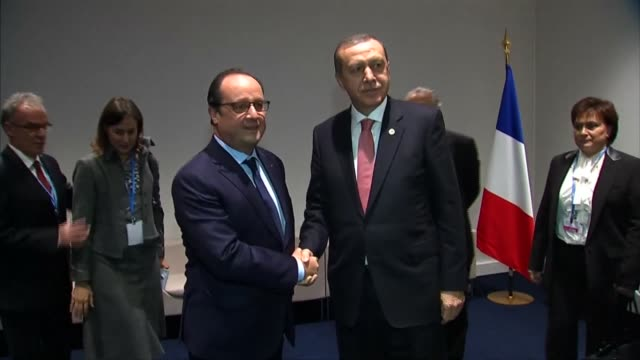 vidéos et rushes de president of turkey recep tayyip erdogan meets president of france francois hollande during the cop21, united nations conference on climate change,... - press conference