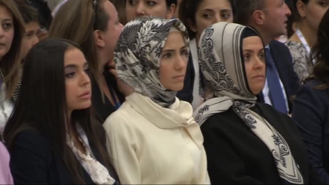 president of turkey recep tayyip erdogan's wife emine erdogan, president of azerbaijan ilham aliyev's wife mehriban aliyeva, malaysian prime minister... - anmut stock-videos und b-roll-filmmaterial