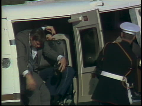 president reagan arrives via helicopter with nancy reagan and departs on air force one. - エアフォースワン点の映像素材/bロール