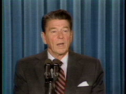 vidéos et rushes de president reagan speaks at a press-conference about the supreme court vacancy. - âge humain