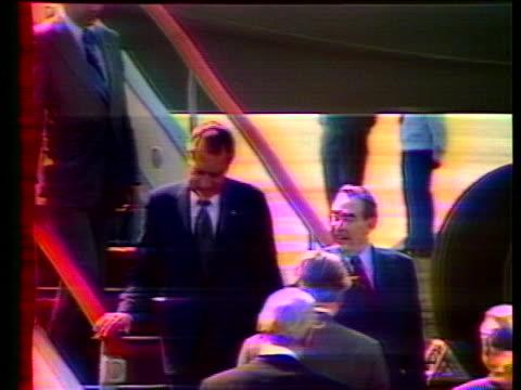president richard nixon and soviet leader leonid brezhnev deplane in crimea, ukraine. - leonid brezhnev bildbanksvideor och videomaterial från bakom kulisserna