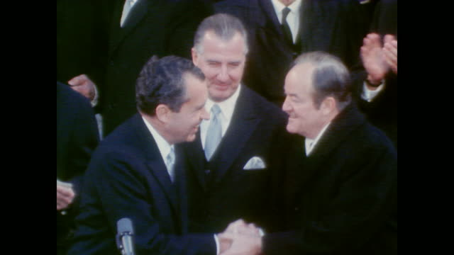 vídeos de stock, filmes e b-roll de president richard nixon arrives for his inauguration - tomada de posse