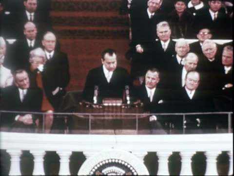 vidéos et rushes de president richard nixon continues delivering inaugural address / lady bird johnson, judy agnew, and pat nixon seated, listening to speech, johnson... - richard nixon