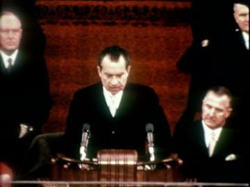 president richard nixon delivering inaugural address, vice president spiro agnew seated in bg, listening nixon inauguration on january 20, 1969 in... - richard nixon bildbanksvideor och videomaterial från bakom kulisserna