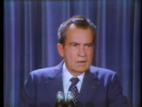 president richard nixon discusses us vice president spiro agnew's decision not to resign if indicted. - リチャード・ニクソンの大統領辞任点の映像素材/bロール