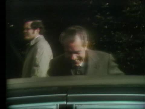president richard nixon leaves bethesda naval hospital following his annual medical check-up. - ベセスダ点の映像素材/bロール