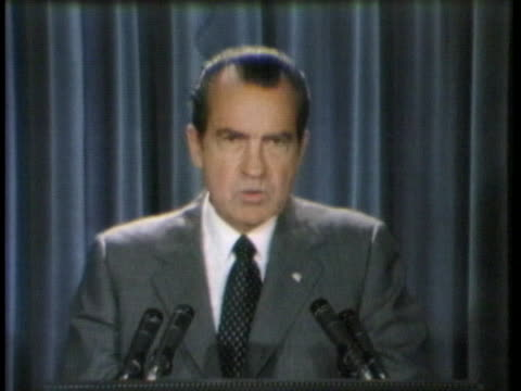 president richard nixon remarks on inflation and afl-cio george meany during a press conference at the white house. - reggere video stock e b–roll
