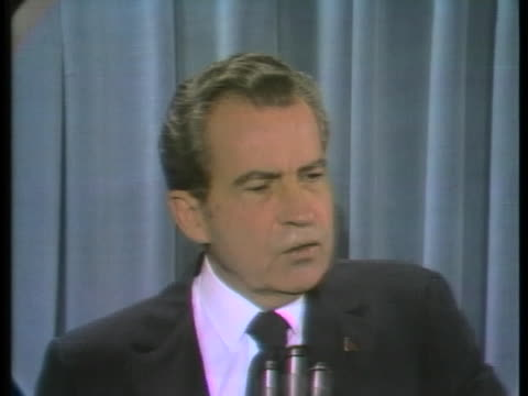president richard nixon speaks about inflation and how congress can assist the economy in the last quarter of the year. - 25セント硬貨点の映像素材/bロール