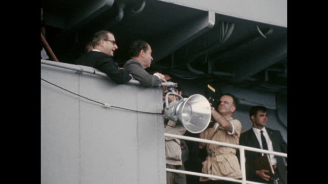 vídeos de stock e filmes b-roll de president richard nixon watches as members of the press taking photos of the apollo-11 launch, the first manned space craft due to land and walk on... - prt
