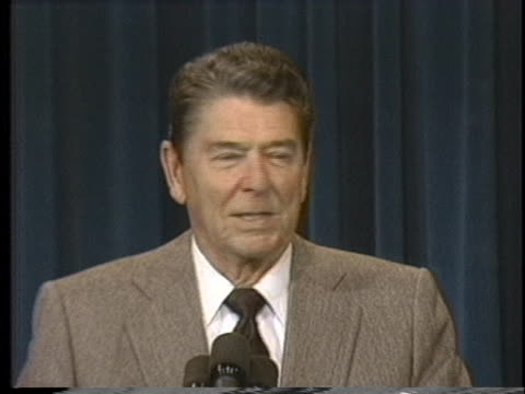 president ronald reagan jokes with the media as he announces he will enter bethesda naval hospital for skin cancer treatment. - ベセスダ点の映像素材/bロール