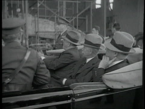vídeos de stock, filmes e b-roll de president roosevelt and orville wright inspecting the new army planes at wright field / dayton ohio united states - orville wright