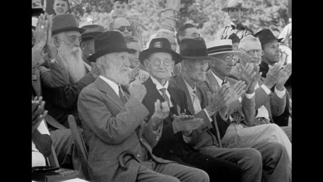 president roosevelt speaks at the dedication ceremony for the eternal light peace memorial at gettysburg / ceremony attended by civil war veterans... - gettysburg stock videos & royalty-free footage