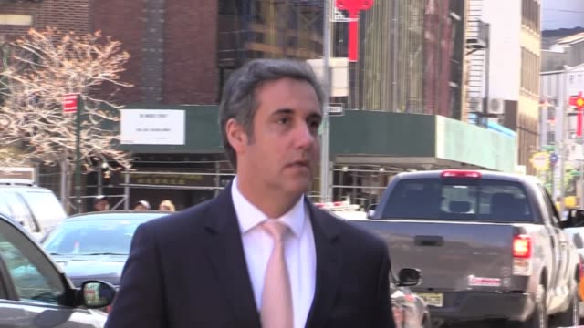 vidéos et rushes de president trump's personal attorney enters federal courthouse for hearing at 500 pearl street - avocat juriste