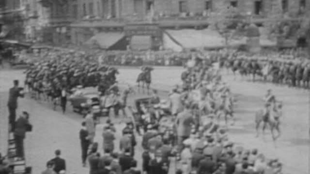president uriburu after being confirmed by congress parades with a military entourage to the casa rosada as the presidential palace is known in... - casa rosada stock-videos und b-roll-filmmaterial