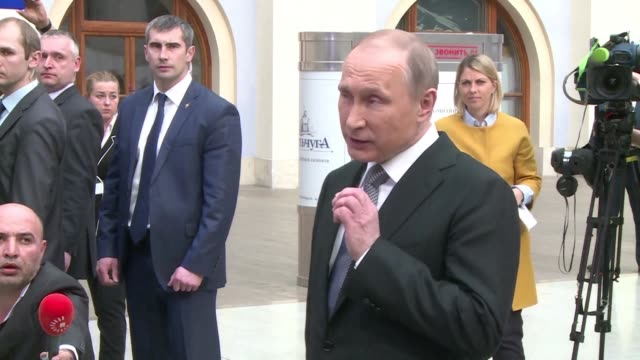 President Vladimir Putin says that Moscow is in contact with Kiev over a possible prisoner exchange for Ukrainian pilot Nadiya Savchenko jailed over...