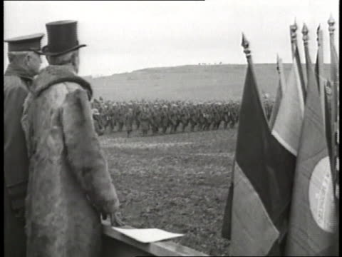 stockvideo's en b-roll-footage met president woodrow wilson and general john j pershing watch soldiers march in formation across a field - woodrow wilson