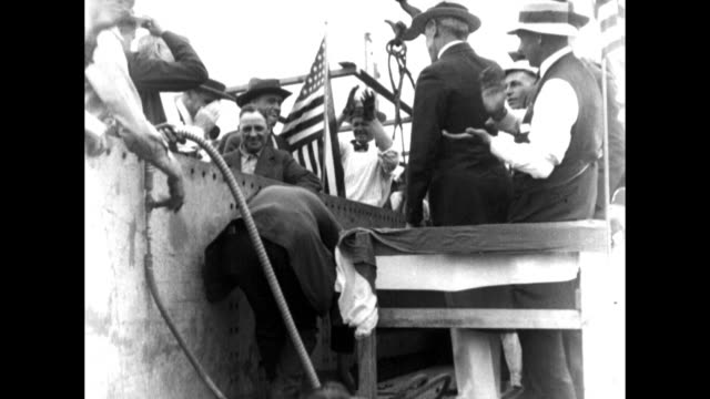 president woodrow wilson visits shipyard and watches as unidentified man drives first rivet into a new ship being built at the alexandria virginia... - skeppsbyggare bildbanksvideor och videomaterial från bakom kulisserna